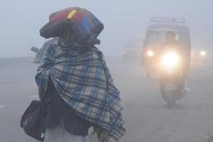 Fog covers parts of north India, avalanche warning for Kashmir