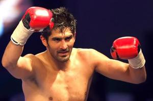 Vijender Singh's next opponent threatens to leave him 'beaten and...