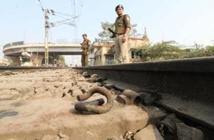 Again: Pandrol clips missing from track near Daliganj station in...