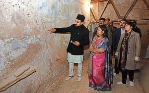 This was the second time in three days that a team of district administration visited the site after Hindustan Times on Thursday highlighted how cracks triggered by water seepage were threatening the Mughal-era mosque.