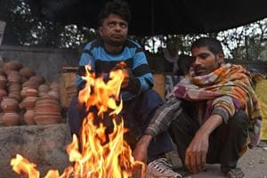 Delhi wakes up to cold Saturday morning, chilly winds improve air...