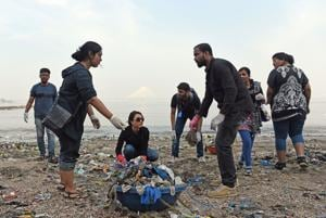 After Versova, clean-up drive kicks off at Dadar beach in Mumbai