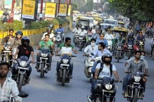 57% bikers in 10 cities including Mumbai do not wear helmets: survey