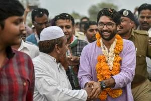 Gujarat election: Dalit leader Jignesh Mevani wins from Vadgam