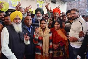 Migrant labourer from Bihar, Pinky Devi, after winning the municipal corporation votes as an Independent from ward 15 in Amritsar on Monday.