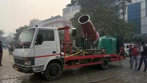 Spraying water through 'anti-smog guns' will not be able to curb Delhi's air pollution, said experts after the trial run failed to bring any improvement in the air quality at Anand Vihar ISBT on Wednesday.