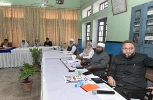 All India Muslim Personal Law Board (AIMPLB) members with AIMIM president Assaduddin Owaisi during a meeting on issue of 'triple talaq' in Lucknow on Sunday.