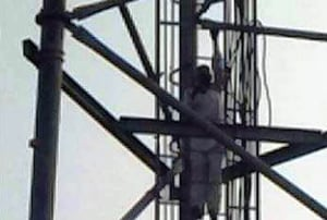 Separated from grandson, 60-yr-old man climbs atop mobile tower in...