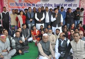 """Congress members stage a protest outside Gandhi Park in Dehradun on Monday against the BJP government's """"bad governance""""."""