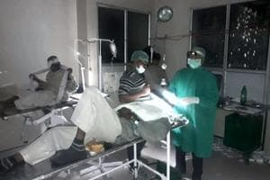 Doctors conduct cataract surgery under torchlight in UP, patients...