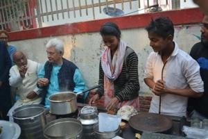 Ghazipur's 'chaiwali bitiya' gets scholarship