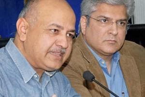 Is L-G trying to protect a corrupt system, asks Sisodia