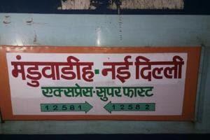 Six coaches of Manduadih Express derails in New Delhi