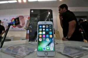 Apple drops battery replacement cost by Rs 4,000 after apologising for...