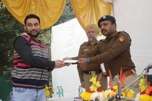 Car dealer chases snatchers for 2km on south Delhi's streets,...