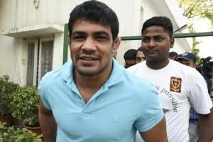 Sushil Kumar (L) is in a soup after his supporters allegedly roughed up  the elder brother of rival wrestler Parveen Rana.
