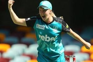 Brisbane Heat's Jemma Barsby surprises all with ambidextrous bowling...
