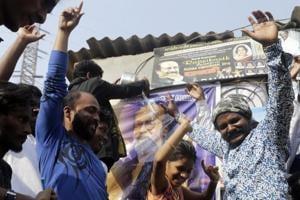 Fans in Mumbai celebrate Rajinikanth's political announcement