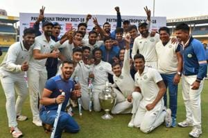 Washim Jaffer (3R)celebrates with Vidarbha teammates after winning the Ranji Trophy final against Delhi in Indore on Monday.