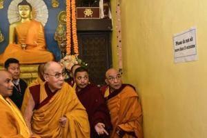 Dalai Lama offers prayers under Mahabodhi Tree for world peace