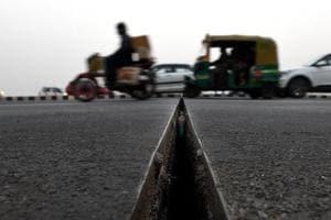 After Delhi's Lajpat Nagar flyover, gaps appear on Akshardham overpass...