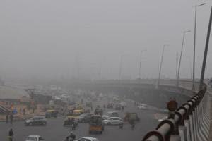 Fog in Delhi causes delays again,  at least 20 flights, 60 trains...