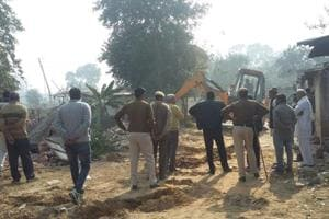 Huda onSaturday cleared up a 500-metre area that is needed to link the two roads.