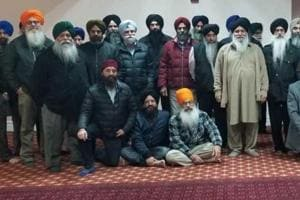 Members of the managements of various gurdwaras in the Canadian province of Ontario after a meeting at which they decided to ban representatives of India from gurdwaras.