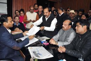 A delegation of Congress members led by former MLA Rajkumar submits a memorandum to Dehradun municipal commissioner Vijay Kumar Jogdande on Monday.