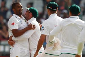 Vernon Philander (L) tore through the Indian batting line-up as South Africa won by 72 runs in the Newlands Test.
