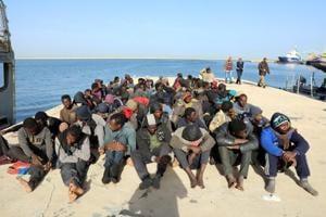 10 migrants dead, dozens missing off Libya coast