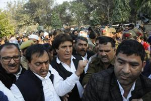 Ghaziabad: Congress leader Raj Babbar stopped from joining farmers'...