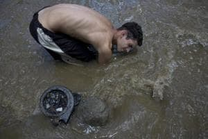 Photos: Venezuelans rake through toxic waters for treasure, survival