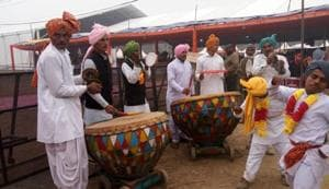 """The entire campus was decorated with lights ,flowers and balloons as the theme song """"Nath Yogi"""" hailing the Nath sect  played in the background."""