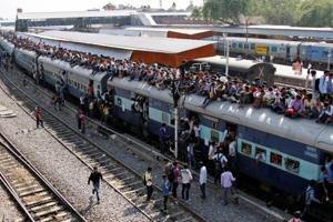 Passenger traffic grew by 0.7 % in 2017-18: Railway official