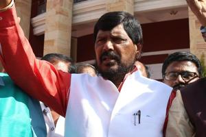 Union minister Athawale heckled during speech by protesters