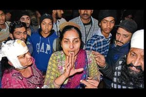 (From right) Victims Charanjit Singh, his sister Manpreet Kaur and his wife Kulwinder Kaur arguing with police personnel after the attack at Field Gunj area in Ludhiana on Sunday.