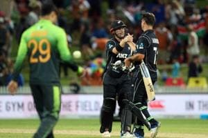 New Zealand beat Pakistan by 5 wickets in 4th ODI, take 4-0 lead in...