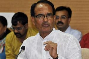 Video shows CM Shivraj Chouhan hitting security man during a roadshow;...