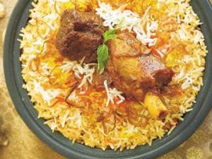 At least 30 students of the Daru-Al-Ullum madrassa  in Bhiwandi suffered from vomiting, stomach illness, nausea and giddiness after eating mutton biriyani at a religious event.