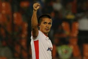 Sunil Chhetri scores twice as Bengaluru FC whip Mumbai City FC to top...