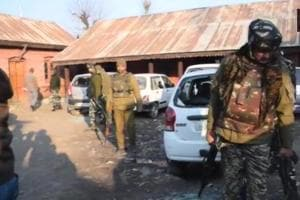Four policemen, 2 civilians injured in grenade blast in Pulwama