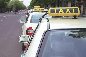 Over 3000 tourist taxi operators go on strike in Goa