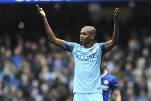 Manchester City midfielder Fernandinho signs contract extension