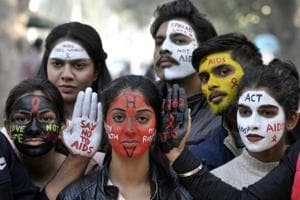 Students with painted faces spread messages on AIDS at Chandigarh. (HT Photo)