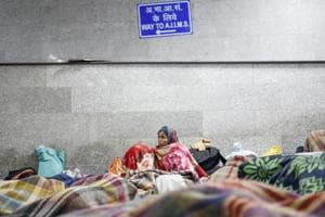 Photos: Outside AIIMS, in the cold, homeless patients await treatment