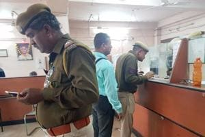 Four men loot 25 kg gold worth Rs 7 crore at gunpoint in Kota