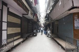 Thousands of shops shut as traders strike against sealing in Delhi...