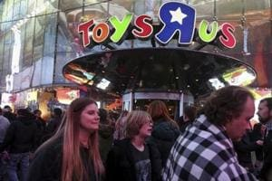 Toys 'R' Us, largest toy retailer in US, to shut a fifth of its stores