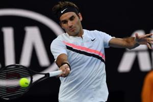 Roger Federer fends off Tomas Berdych to reach Australian Open semis